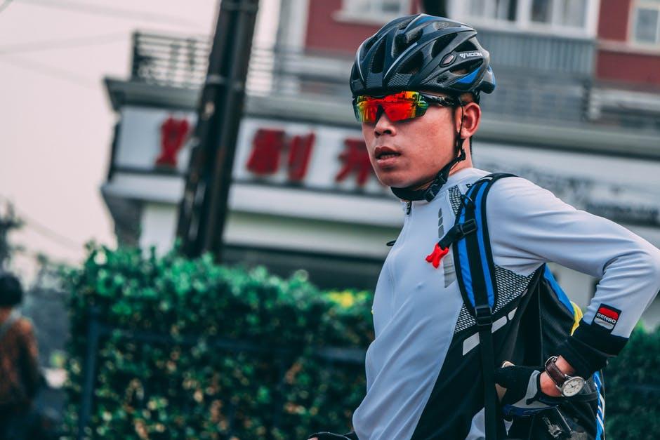 Cykelhjelmen – et vigtigt tilbehør til den aktive familie